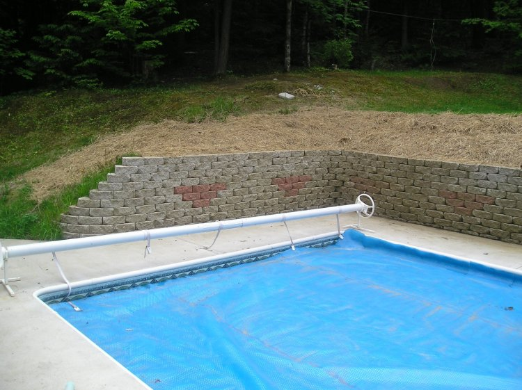 pool-side-retaining-wall