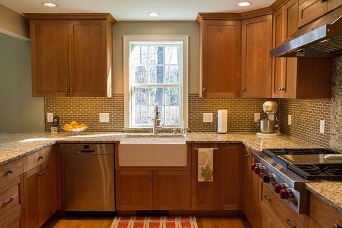 vermont-custom-cabinetry-frameless-cherry-natural-whitehaus-farm-sink
