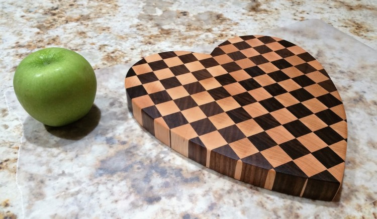 end-grain-heart-maple-walnut-green-apple