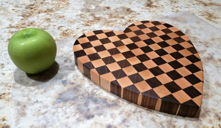 end-grain-heart-maple-walnut-green-apple
