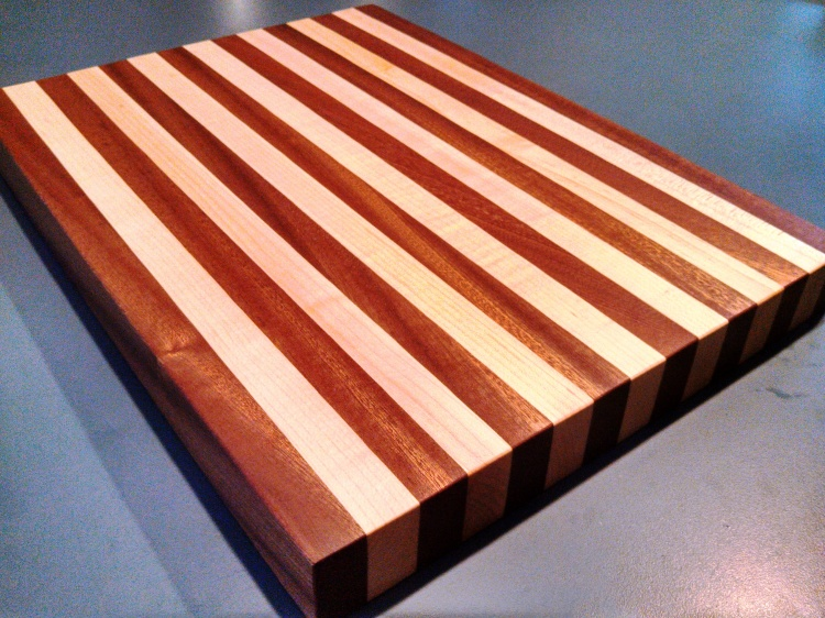 Sapele-Maple-Cutting-Board